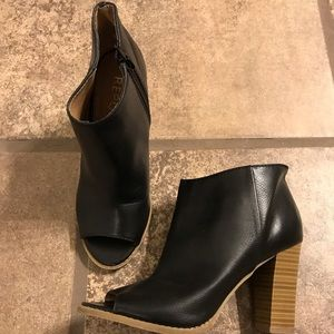 Report black leather ankle boots sz 6.5